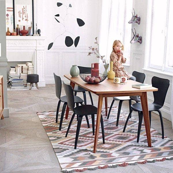 Forskjellige KENSAY spisebord, i eik, nordisk inspirasjon av god kvalitet. MF-16