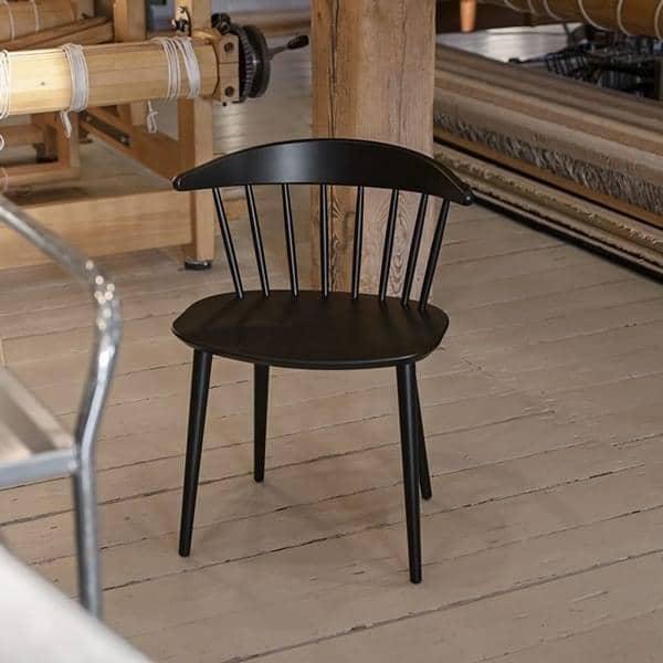 La Chaise J104 en hêtre massif par HAY : vintage, ronde et moderne, adaptée à toutes les situations
