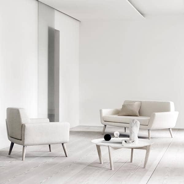 Scope un divano compatto e comodo progettato per piccoli spazi softline - Divano comodo per tv ...