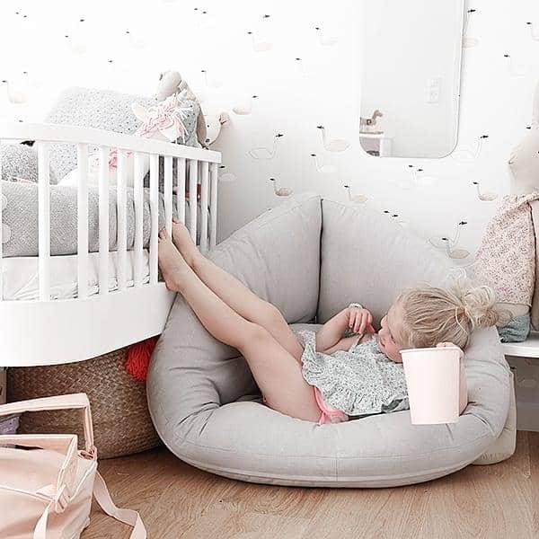 little nest ein kokon stuhl der auch ein futon ist nordic design. Black Bedroom Furniture Sets. Home Design Ideas