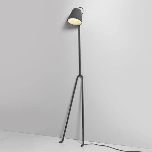 Le lampadaire MANANA, une lampe qui nous fait penser à une silhouette féminine, délicate