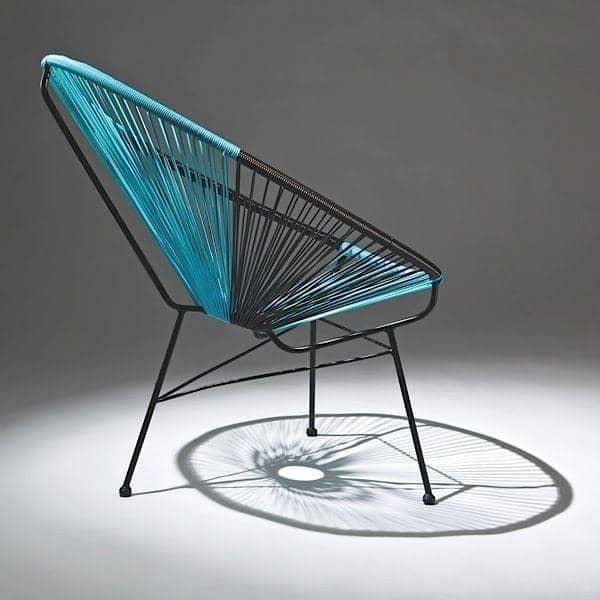 Le fauteuil SIXTIES : un confort incroyable, une assise qui épouse les formes du corps, des coloris en duo