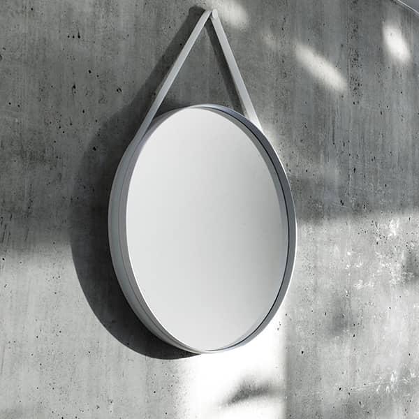strap ein sch ner runder spiegel aus pulverbeschichtetem stahl hay. Black Bedroom Furniture Sets. Home Design Ideas