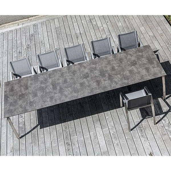 Tables FORNIX F2 par TODUS, intemporelles, robustes, pureté des lignes, avec ou sans rallonge : parfaites pour une utilisation en terrasse ou dans votre salon