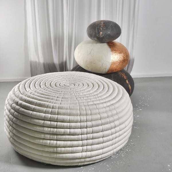 ndebele un pouf ou une table basse en laine m rinos ronel jordaan. Black Bedroom Furniture Sets. Home Design Ideas