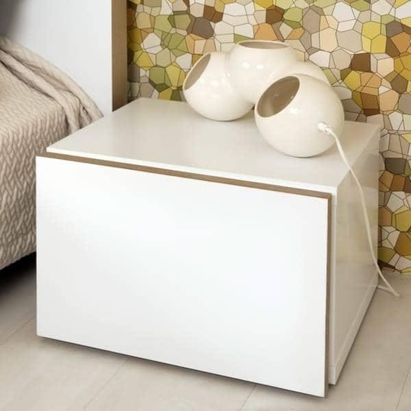 Float, table de nuit, avec 1 grand tiroir : petit et pratique, ce mobilier s'avère parfait, même dans les plus petits appartements.