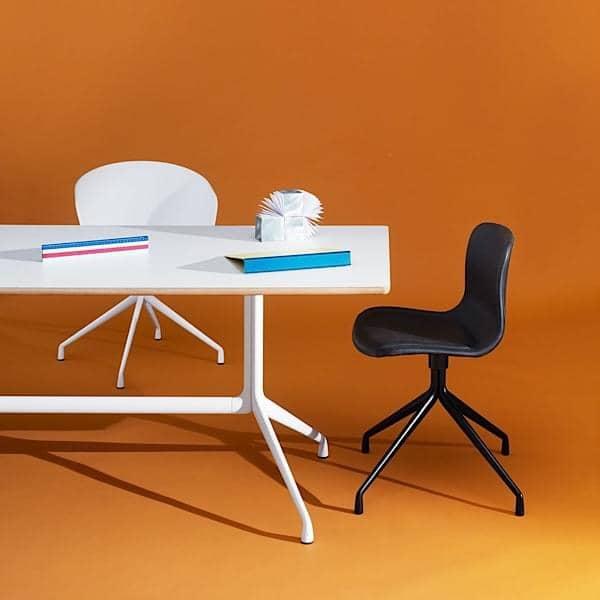 AAT10 rektangulære spisebord, krydsfiner, aluminium ben, HAY.