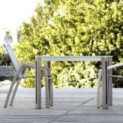 ARIA spisebord eller salongbord, Clear Glass versjon av TODUS, godt utvalg av dimensjoner, robuste, rene linjer: perfekt for bruk på terrassen eller i stua