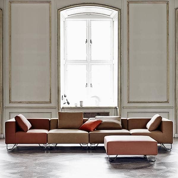 LOTUS sofa: kombinere basismodul, vinkelen og puffer å lage din egen slappe sofa, med utmerket sittekomfort. Design: Stine Engelbrechtsen