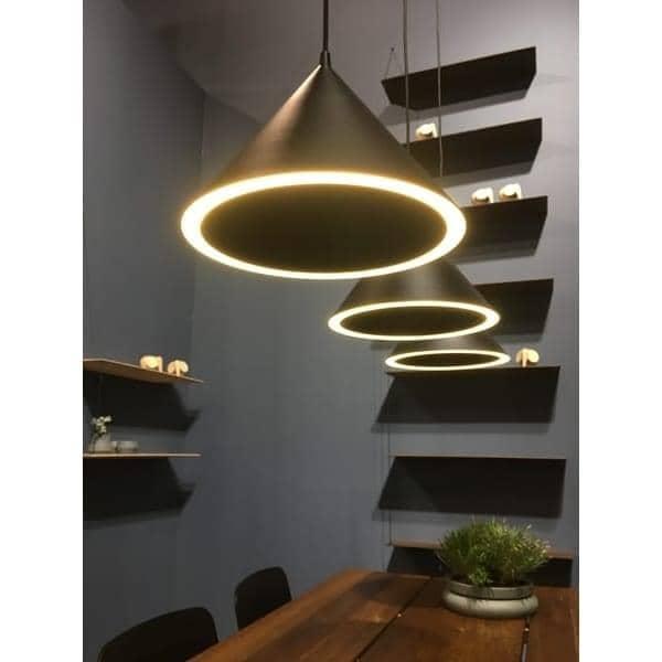suspension annular led un cercle parfait de lumi re woud. Black Bedroom Furniture Sets. Home Design Ideas