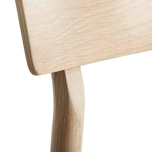 Η PAUSE καρέκλα, χτισμένο σε μασίφ ξύλο, με φινλανδική σχεδιαστή Kasper Nyman. WOUD