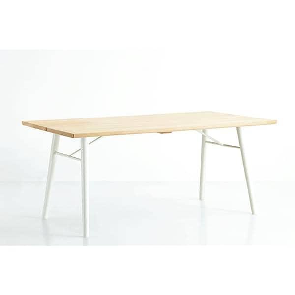 alley typisch skandinavisch ein esstisch aus. Black Bedroom Furniture Sets. Home Design Ideas