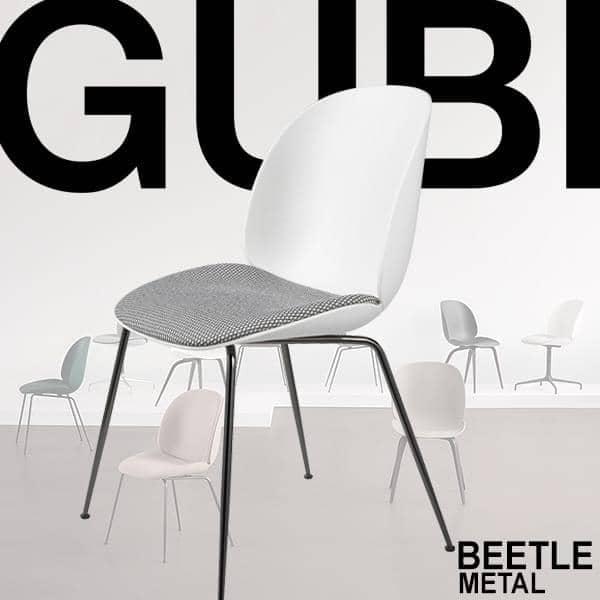 Chaise BEETLE, coque polypropylène et piétement en métal. GUBI
