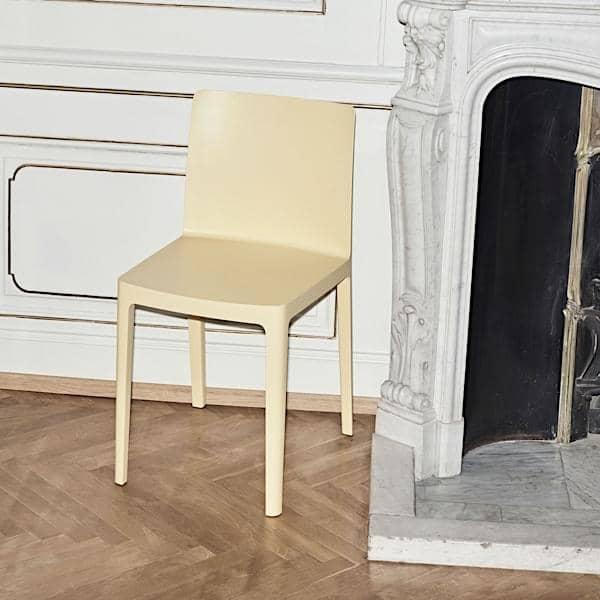 La Chaise ÉLÉMENTAIRE : pas trop imposante, pas trop discrète, juste parfaitement équilibrée.