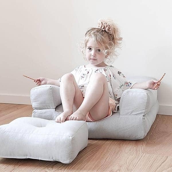 LITTLE CUBIC, en futon lænestol konvertibel i en pouf eller komfortabel og hyggelig seng, til børn