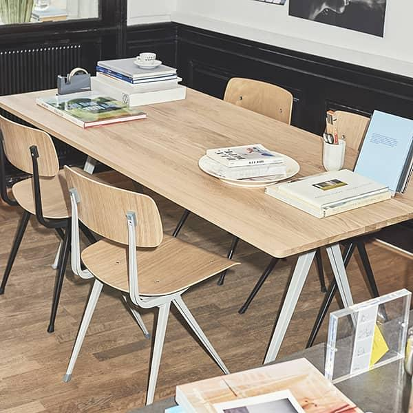 La sedia RESULT di HAY - seduta in tessuto o pelle in opzione - acciaio tagliato, seduta e schienale in compensato stampato