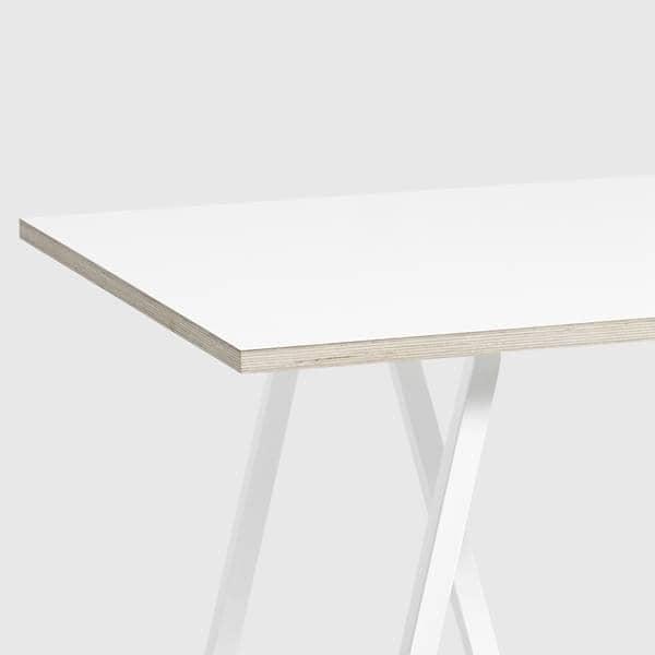 La Table LOOP par HAY est belle, design et abordable. Un beau choix de dimensions et de finitions