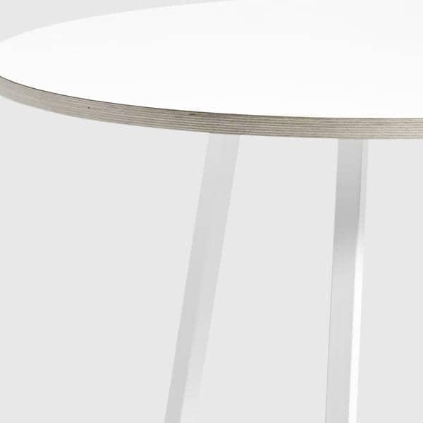 La Table ronde LOOP par HAY est belle, facile à vivre et abordable