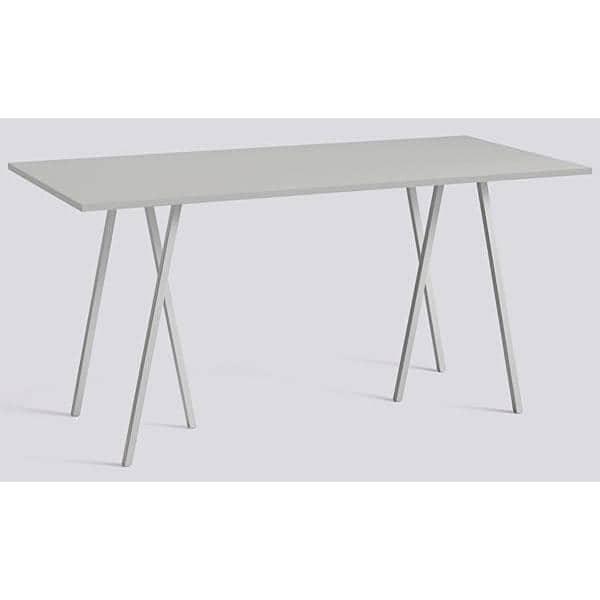 La Table haute LOOP par HAY est belle, design et abordable. Une table conviviale et facile à vivre