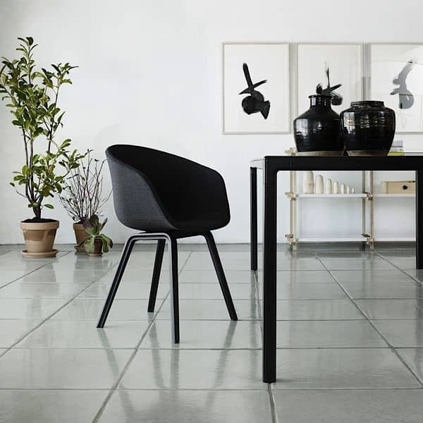 T12 spisebord eller skrivebord, så perfekt! HAY