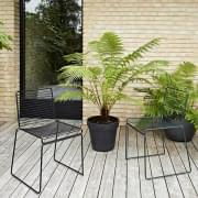 HEE Chair av HAY er lys, stables og motstandsdyktig - en vakker utvalg av farger