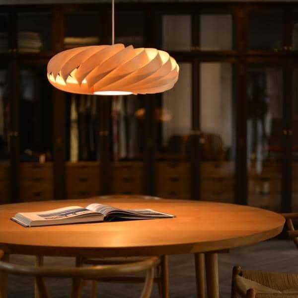 ROSSAU pingente ou luminária TOM ROSSAU - TR 5: ripas de madeira ou alumínio e design com a melhor combinação