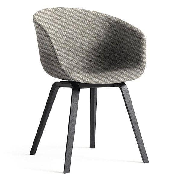 Le fauteuil About a Chair par HAY - réf. AAC23 et AAC43 - Structure en polypropylène, assise intégrale en tissu, montée sur mousse Oeko-Tex, piétement en bois, 2 hauteurs pour l'assise - l'art du design nordique